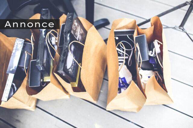 Brune papirposer med gaver